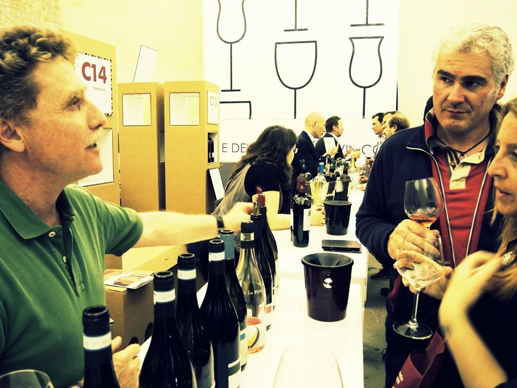 Paolo Cotroneo illustra i vini di Fattoria La Rivolta