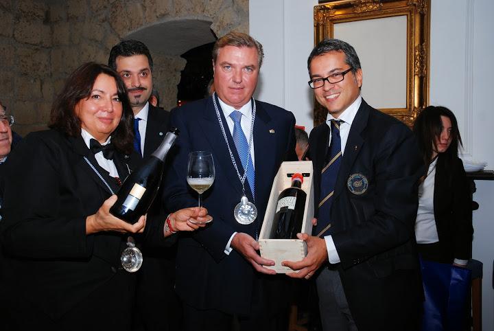 Consegna del tastevin a S.A.R. Carlo di Borbone