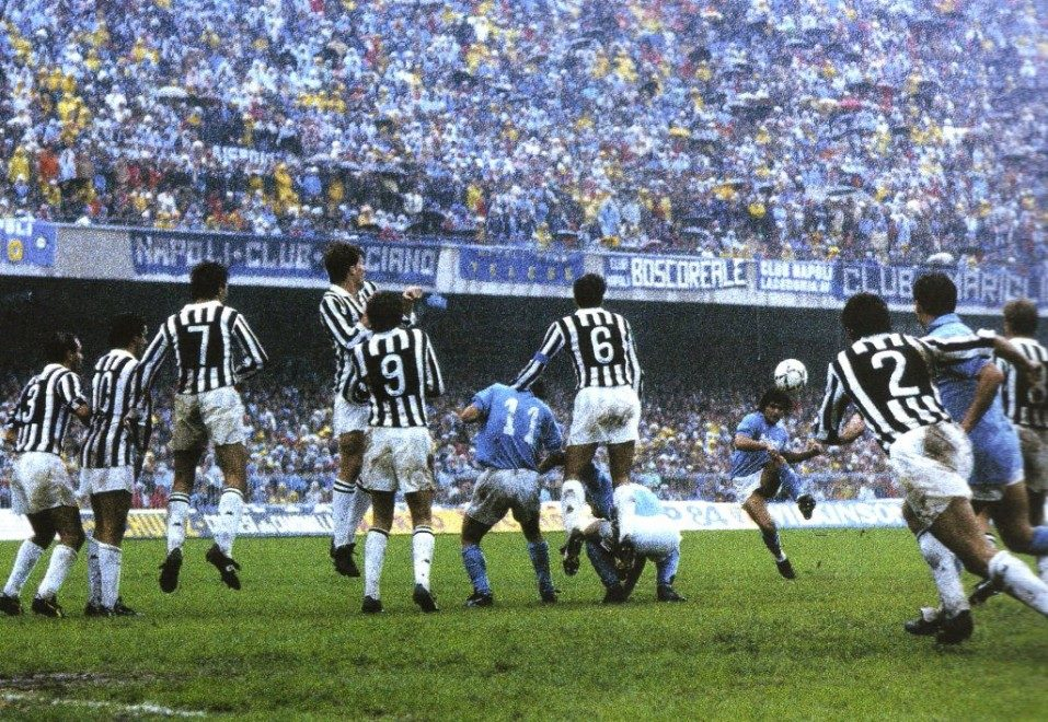 il gol di Maradona alla Juventus