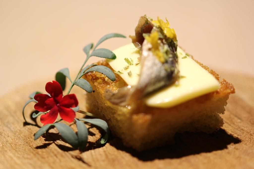 Crostino di alici di Sciacca e burro artigianale
